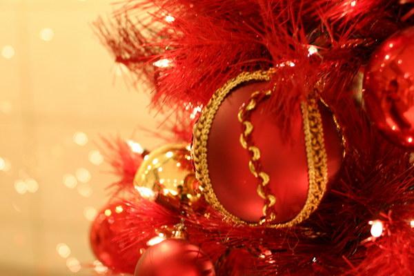 """Новогодние подарки от кафе-бара  """"Калинка """" и фейерверк."""